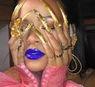 Η Rihanna ποζάρει για γνωστό περιοδικό με εντυπωσιακό μανικιούρ! (φωτο)