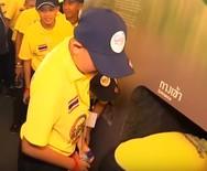 Ταϊλάνδη: Έβαλαν τα παιδιά να... ξαναζήσουν τον εφιάλτη της σπηλιάς (video)