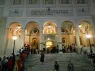 Πάτρα: 'Ουρές' πιστών έξω από το ναό της Παντάνασσας (φωτο)
