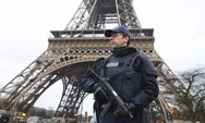 Παρίσι: Άνδρας με ψαλίδι κάρφωσε ταχυδρόμο