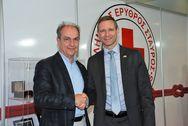 Επίσκεψη Αμερικανού Πρόξενου στο περίπτερο του Ελληνικού Ερυθρού Σταυρού στη ΔΕΘ (pics)