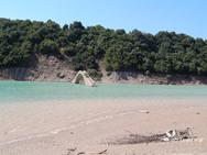 Με κατάρρευση κινδυνεύει ένα από τα παλαιότερα πετρόκτιστα γεφύρια στην Ελλάδα (φωτο+video)