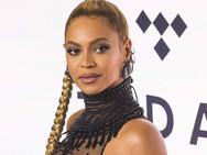 Πρώην ντράμερ της Beyonce την κατηγορεί για σεξουαλική παρενόχληση