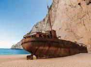 Ζάκυνθος: Άνοιξε ξανά για επισκέπτες η παραλία του Ναυαγίου