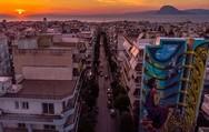 Η 'Αλίκη στη χώρα των θαυμάτων' με φόντο το ηλιοβασίλεμα της Πάτρας!