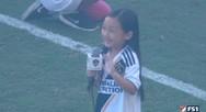 7χρονη έψαλε τον εθνικό ύμνο των ΗΠΑ και τους άφησε όλους με το στόμα ανοιχτό (video)