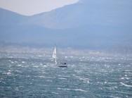 Ο 'Αίαντας' έσκισε τα πανιά σε σκάφος στον Πατραϊκό
