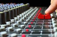 Πάτρα - Γίνε και εσύ μέλος της ραδιοφωνικής παρέας του Φάσμα 99.7!