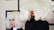 Το απίστευτο δώρο που έκανε η Sia στην 16χρονη συνεργάτιδά της (φωτο)