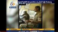 Μαϊμού «οδηγεί» λεωφορείο στην Ινδία (video)