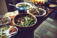 Μερικά μυστικά για να μην πάρετε όλες τις θερμίδες από ένα μεγάλο γεύμα