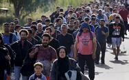 Bloomberg: 'Καταστροφικοί οι χειρισμοί της ΕΕ για την αντιμετώπιση της τεράστιας εισροής προσφύγων'