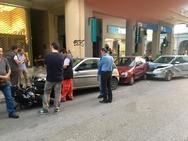 Πάτρα: Τροχαίο στο κέντρο -  Αμάξι τα πήρε όλα σβάρνα (pics)