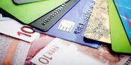 Χαράτσι 22% για όσους δεν καλύψουν το αφορολόγητο με κάρτες