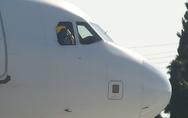Αεροσυνοδός τραυματίστηκε πέφτοντας από σταματημένο αεροπλάνο στην Ινδία