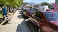 Ροζ κορδέλες στα ταξί της Πάτρας για το 'Άλμα Ζωής'