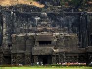 Ένας ναός 1.300 ετών σκαλισμένος σε βράχο