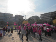 """Η πλατεία Υψηλών Αλωνίων ντύθηκε στα """"ροζ"""" για το Pink the City (pics+vids)"""