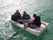 Κυκλάδες - Ποδοσφαιριστές πήραν βάρκα για να πάνε στον αγώνα! (φωτο+video)