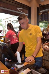 """""""Ντύθηκε"""" στα ροζ το Coffee Island της Γούναρη (φωτο)"""