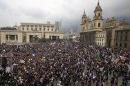Χιλιάδες μαθητές και καθηγητές διαδήλωσαν για τη δημόσια παιδεία στη Κολομβία