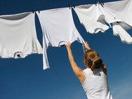 3 τρόποι για να κάνεις τα ρούχα σου πιο λευκά