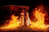 Παραλίγο να καούν δύο γυναίκες όταν έβαλαν φωτιά στα νυφικά τους (video)
