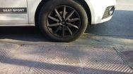 687 παραβάσεις για παρκάρισμα πάνω σε ράμπες αναπήρων