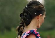 Τολμηρή νύφη φόρεσε ρίγες την ημέρα του γάμου της