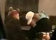 Ο Justin Bieber κλαίει με λυγμούς σε μπαρ (φωτο)