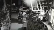 Ρωσία - Μεθυσμένος αστυνομικός εισέβαλε με αυτοκίνητο σε μαγαζί (video)