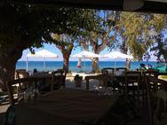 Πωλείται επικερδής επιχείρηση στην παραλία των Βραχναιίκων!