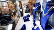 Μενταγιόν με διαμάντια της Μαρίας-Αντουανέτας πωλήθηκε για 36 εκατ. δολάρια