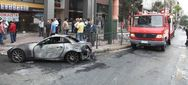 Φωτιά σε μονοκατοικία και δύο αυτοκίνητα στη Θεσσαλονίκη