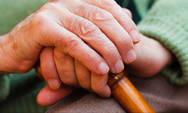 Καλαμάτα: Κακοποίησαν ηλικιωμένη για λίγα ευρώ