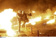 Αστυνομικός σώζει συνάδελφό του μέσα από τις μολότοφ