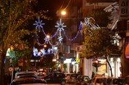 Άναψε ο Χριστουγεννιάτικος διάκοσμος της Πάτρας - Η πόλη 'φόρεσε' τα γιορτινά της (φωτο)