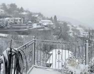 Λάρισα: Στα λευκά «ντύθηκε» ο Κίσσαβος (video)