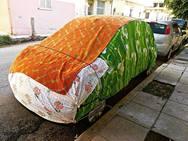 Κάπου στην Πάτρα - Το αμάξι που 'κουκουλώθηκε' για να αντέξει το κρύο!