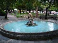 Το συντριβάνι της πλατείας Όλγας αποτυπώνει την παρακμή της Πάτρας (pics)