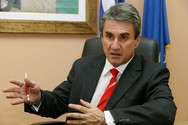Λοβέρδος: Tα κόμματα να άρουν τους αποκλεισμούς συμμετοχής σε τηλεοπτικές εκπομπές