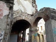 Η μισογκρεμισμένη αλλοτινή αίγλη της Πάτρας (pics)