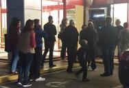 Πάτρα: Χαμός έξω από τις τράπεζες για το Κοινωνικό Μέρισμα