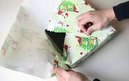 Ένα τρικ για τέλειο περιτύλιγμα δώρων χωρίς κορδέλα ή σελοτέιπ (video)