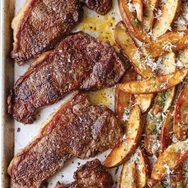 Μαγειρέψτε ζουμερό φιλέτο με πατάτες στο φούρνο