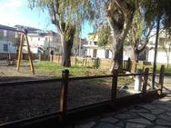 Πάτρα: Ξήλωσαν τα ξύλα από περίφραξη παιδικής χαράς (pics)