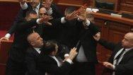 Χαμός στη Βουλή της Αλβανίας (video)