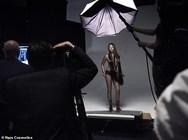 H Naomi Campbell... τόπλες! (φωτο)