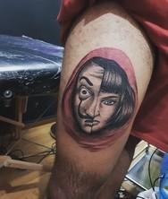 'Αρρωστάκι' Πατρινός με το 'Casa de Papel' χτύπησε τατουάζ στον μηρό του την 'Tόκιο'! (φωτο)