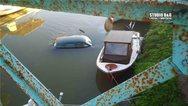 Αργολίδα: ΙΧ «πέταξε» πάνω από βάρκες και έπεσε στο ποτάμι (pics+video)